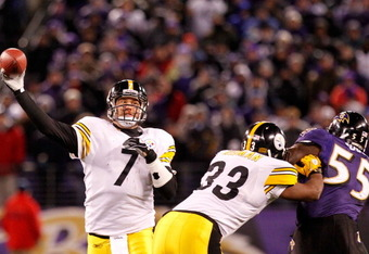 BALTIMORE, MD - DECEMBER 05:  Quarterback Ben Roethlisberger #7 of the Pittsburgh Steelers throws a pass against the Baltimore Ravens at M&T Bank Stadium on December 5, 2010 in Baltimore, Maryland.  (Photo by Geoff Burke/Getty Images)