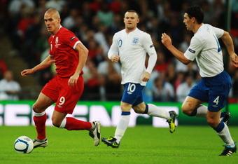 Gareth Barry chases Steve Morison
