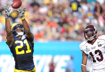 JACKSONVILLE, FL - JANUARY 01:  Junior Hemingway #21 of the Michigan Wolverines catches a pass against the Mississippi State Bulldogs during the Gator Bowl at EverBank Field on January 1, 2011 in Jacksonville, Florida  (Photo by Rick Dole/Getty Images)