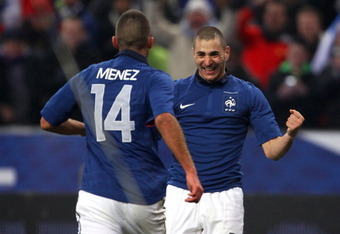 PARIS, FRANCE - FEBRUARY 09:  Karim Benzema of France celebrates with Jeremy Menez after scoring the winning goal during the International friendly match between France and Brazil at Stade de France on February 9, 2011 in Paris, France.  (Photo by Alex Li