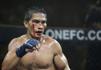 Eduard Folayang fighting in the main event at One FC
