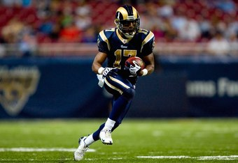ST. LOUIS - NOVEMBER 29:  Donnie Avery #17 of the St. Louis Rams runs with the ball for yardage against the Seattle Seahawks during their NFL game at Edward Jones Dome on November 29, 2009 in St. Louis, Missouri. The Seahawks defeated the Rams 27-17.  (Ph