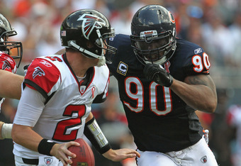 CHICAGO, IL - SEPTEMBER 11: Julius Peppers #90 of the Chicago Bears chases down Matt Ryan #2 of the Atlanta Falcons at Soldier Field on September 11, 2011 in Chicago, Illinois. The Bears defeated the Falcons 30-12. (Photo by Jonathan Daniel/Getty Images)