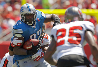 TAMPA, FL - SEPTEMBER 11:   Brandon Pettigrew #87 of the Detroit Lions rushes during the season opener against the Tampa Bay Buccaneers at Raymond James Stadium on September 11, 2011 in Tampa, Florida.  (Photo by Mike Ehrmann/Getty Images)