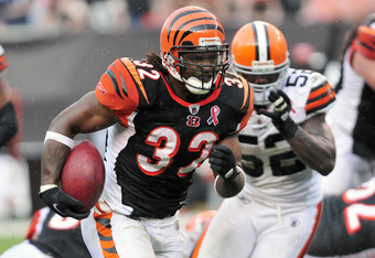 CLEVELAND, OH - SEPTEMBER 11: Right tackle Cedric Benson #32 of the Cincinnati Bengals runs for a 39 yard touchdown during the fourth quarter against the Cleveland Browns at Cleveland Browns Stadium during a season opener on September 11, 2011 in Clevelan