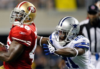 ARLINGTON, TX - AUGUST 29:  Tight end Delanie Walker #46 of the San Francisco 49ers runs the ball past Mike Jenkins #21 of the Dallas Cowboys at Cowboys Stadium on August 29, 2009 in Arlington, Texas.  (Photo by Ronald Martinez/Getty Images)