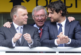 CHESTER, ENGLAND - MAY 05:  Sir Alex Ferguson (C) enjoys the day with Owen Hargreaves (R) and a Manchester United coach (L) at Chester racecourse on May 05, 2010 in Chester, England  (Photo by Alan Crowhurst/ Getty Images)