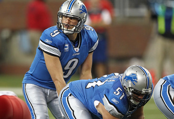 DETROIT, MI - SEPTEMBER 18:  Dominic Raiola #51 of the Detroit Lions gets ready to hike the football to Matthew Stafford #9 during a NFL game against the Kansas City Chiefs at Ford Field on September 18, 2011 in Detroit, Michigan.  (Photo by Dave Reginek/