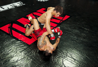 Shannon Wiratchai (black shorts) attacking DK Panjabutra. Photo by Marcel Braendli.
