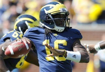 Denard Robinson must get the ball to his play makers