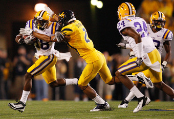 LSU bumped Oklahoma to No. 2 and takes the top spot in this week's AP poll.