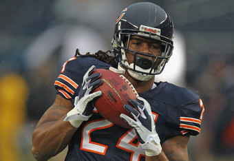 CHICAGO, IL - AUGUST 13:  Marion Barber #24 of the Chicago Bears participates in warm-ups before a preseason game against the Buffalo Bills at Soldier Field on August 13, 2011 in Chicago, Illinois. The Bears fdefeated the Bills 10-3.  (Photo by Jonathan D