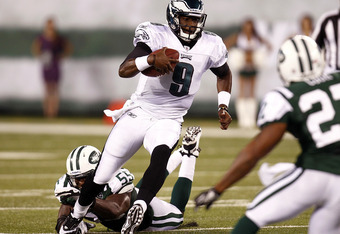 EAST RUTHERFORD, NJ - SEPTEMBER 01:  Vince Young #9 of the Philadelphia Eagles gets away from Jamaal Westerman #55 of the New York Jets during their pre-season game at MetLife Stadium on September 1, 2011 in East Rutherford, New Jersey.  (Photo by Jeff Ze