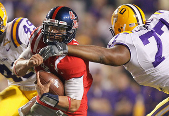 BATON ROUGE, LA - NOVEMBER 20:  Jeremiah Masoli #8 of the Ole Miss Rebels against Josh Downs #77 of the Louisiana State University Tigers at Tiger Stadium on November 20, 2010 in Baton Rouge, Louisiana.  (Photo by Kevin C. Cox/Getty Images)