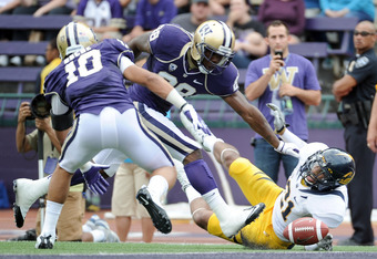 SEATTLE, WA - SEPTEMBER 24:  Keenan Allen #21 of the California Golden Bears misses a pass in the endzone as he is defended by Quinton Richardson #28 during the second quarter at Husky Stadium on September 24, 2011 in Seattle, Washington.  (Photo by Harry