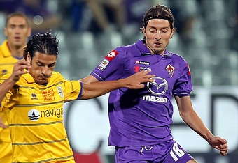 FLORENCE, ITALY - SEPTEMBER 21:  Sergio Floccari of Parma FC competes for the ball with Riccardo Montolivo of ACF Fiorentina during the Serie A match between ACF Fiorentina and Parma FC at Stadio Artemio Franchi on September 21, 2011 in Florence, Italy.