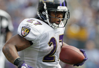BALTIMORE, MD - SEPTEMBER 11:  Running back  Ray Rice #27 of the Baltimore Ravens carries the ball against the Pittsburgh Steelers during the season opener at M&T Bank Stadium on September 11, 2011 in Baltimore, Maryland.  (Photo by Rob Carr/Getty Images)