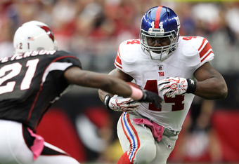 GLENDALE, AZ - OCTOBER 02:  Ahmad Bradshaw #44 of the New York Giants runs with the ball against Patrick Peterson #21 of the Arizona Cardinals at University of Phoenix Stadium on October 2, 2011 in Glendale, Arizona.  (Photo by Christian Petersen/Getty Im