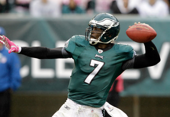 PHILADELPHIA, PA - OCTOBER 02: Quarterback  Michael Vick #7 of the Philadelphia Eagles throws a pass against the San Francisco 49ers during the second half at Lincoln Financial Field on October 2, 2011 in Philadelphia, Pennsylvania.  The 49ers defeated th