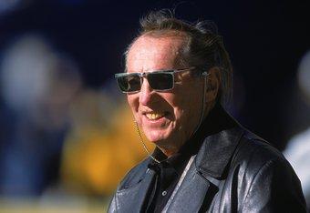 3 Dec 2000:  A close up of Owner Al Davis of the Oakland Raiders as he smiles and looks on during the game against the Pittsburgh Steelers at the Three Rivers Stadium in Pittsburgh, Pennsylvania.  The Steelers defeated the Raiders 21-20.Mandatory Credit: