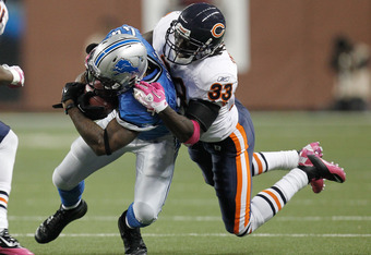 DETROIT, MI - OCTOBER 10:  Charles Tillman #33 of the Chicago Bears tries to make a tackle on Jahvid Best #44 of the Detroit Lions at Ford Field on October 10, 2011 in Detroit, Michigan.  (Photo by Gregory Shamus/Getty Images)