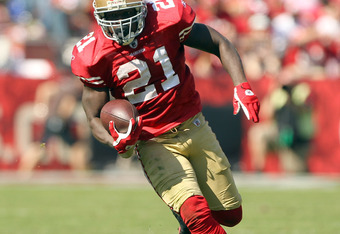 SAN FRANCISCO, CA - OCTOBER 09:  Frank Gore #21 of the San Francisco 49ers in action against the Tampa Bay Buccaneers at Candlestick Park on October 9, 2011 in San Francisco, California.  (Photo by Ezra Shaw/Getty Images)