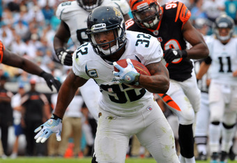 JACKSONVILLE, FL - OCTOBER 9:  Running back Maurice Jones-Drew #32 of the Jacksonville Jaguars runs for a first-quarter,  six-yard touchdown against the Cincinnati Bengals October 9, 2011 at EverBank Field in Jacksonville, Florida. (Photo by Al Messerschm