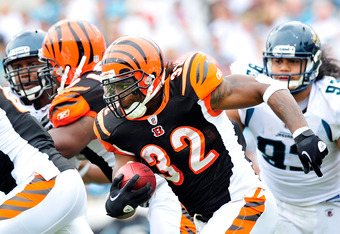 JACKSONVILLE, FL - OCTOBER 09:  Cedric Benson #32 of the Cincinnati Bengals runs against the Jacksonville Jaguars during play at EverBank Field on October 9, 2011 in Jacksonville, Florida. Cincinnati won 30-20.  (Photo by Grant Halverson/Getty Images)