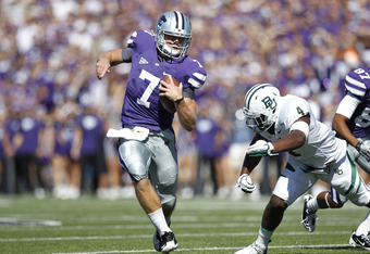 MANHATTAN, KS - OCTOBER 1: Collin Klein #7 of the Kansas State Wildcats runs with the football around the defense of Elliot Coffey #4 of the Baylor Bears at Bill Snyder Family Football Stadium on October 1, 2011 in Manhattan, Kansas. The Wildcats won 36-3