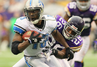 MINNEAPOLIS, MN - SEPTEMBER 25:  Antoine Winfield #26 of the Minnesota Vikings makes the tackle on Nate Burleson #13 of the Detroit Lions at the Hubert H. Humphrey Metrodome on September 25, 2011 in Minneapolis, Minnesota.  (Photo by Adam Bettcher/Getty I