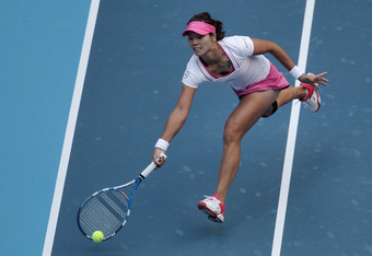 BEIJING, CHINA - OCTOBER 02:  Na Li of China returns a shot to Monica Niculescu of Romania during day two of the China Open at the National Tennis Center on October 2, 2011 in Beijing, China.  (Photo by Feng Li/Getty Images)