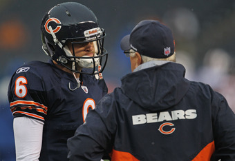 Offensive coordinator Mike Martz talks with QB Jay Cutler