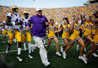 BATON ROUGE, LA - OCTOBER 08:  Head coach Les Miles of the Louisiana State University Tigers runs onto the field before playing the Florida Gators at Tiger Stadium on October 8, 2011 in Baton Rouge, Louisiana.  (Photo by Chris Graythen/Getty Images)