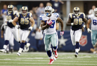 ARLINGTON, TX - OCTOBER 23: Running back DeMarco Murray #29 of the Dallas Cowboys breaks free for a 91-yard touchdown run against the St. Louis Rams at Cowboys Stadium on October 23, 2011 in Arlington, Texas. (Photo by Layne Murdoch/Getty Images)
