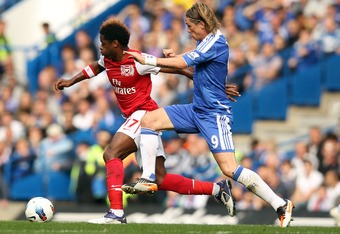 LONDON, ENGLAND - OCTOBER 29: Fernando Torres of Chelsea battles for the ball with Alex Song of Arsenal during the Barclays Premier League match between Chelsea and Arsenal at Stamford Bridge on October 29, 2011 in London, England.  (Photo by Ian Walton/G