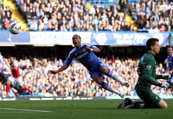 LONDON, ENGLAND - OCTOBER 29: Ashley Cole of Chelsea clashes with Arsenal goalkeeper Wojciech Szczesny during the Barclays Premier League match between Chelsea and Arsenal at Stamford Bridge on October 29, 2011 in London, England.  (Photo by Clive Rose/Ge