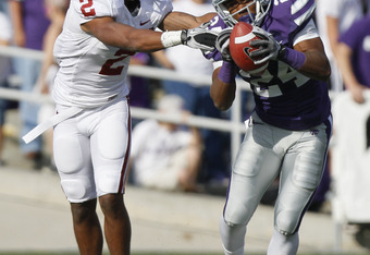 MANHATTAN, KS - OCTOBER 29:  Defensive back Nigel Malone #24 of the Kansas State Wildcats intercepts a ball intended for Trey Franks #2 of the Oklahoma Sooners in the second quarter at Bill Snyder Family Stadium on October 29, 2011 in Manhattan, Kansas. (