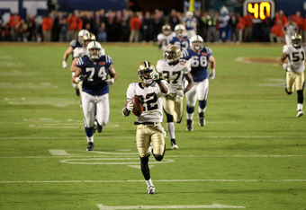 Tracy Porter racing towards the endzone after he picked off Peyton Manning in Super Bowl XLIV