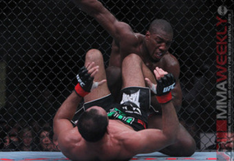 Photo by Scott Peterson. Used courtesy of MMAWeekly.com.