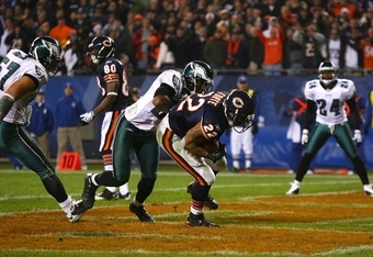 CHICAGO - NOVEMBER 22: Matt Forte #22 of the Chicago Bears scores a 2-point conversion in the third quarter against the Philadelphia Eagles at Soldier Field on November 22, 2009 in Chicago, Illinois.  (Photo by Jonathan Daniel/Getty Images)