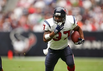 HOUSTON - OCTOBER 9:  Running back Domanick Davis #37 of the Houston Texans carries the ball against the Tennessee Titans at Reliant Stadium on October 9, 2005 in Houston, Texas. The Titans defeated the Texans 34-20. (Photo by Jeff Gross/Getty Images)