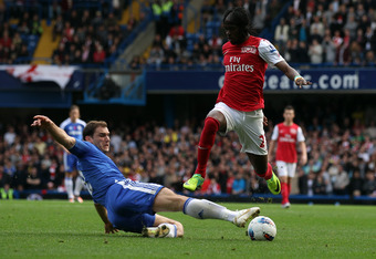 LONDON, ENGLAND - OCTOBER 29: Branislav Ivanovic of Chelsea battles for the ball with Gervinho of Arsenal during the Barclays Premier League match between Chelsea and Arsenal at Stamford Bridge on October 29, 2011 in London, England.  (Photo by Clive Rose