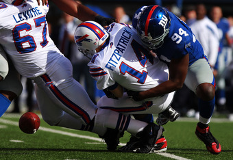 EAST RUTHERFORD, NJ - OCTOBER 16:  Mathias Kiwanuka #94 of the New York Giants sacks Ryan Fitzpatrick #14 of the Buffalo Bills forcing a fumble at MetLife Stadium on October 16, 2011 in East Rutherford, New Jersey.  (Photo by Nick Laham/Getty Images)