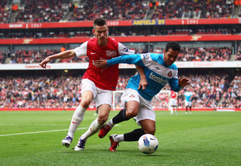 LONDON, ENGLAND - OCTOBER 16:  Laurent Koscielny of Arsenal challenges Kieran Richardson of Sunderland  during the Barclays Premier League match between Arsenal and Sunderland at the Emirates Stadium on October 16, 2011 in London, England.  (Photo by Juli