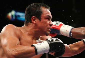 LAS VEGAS - SEPTEMBER 19:  (L-R) Juan Manuel Marquez of Mexico and Floyd Mayweather Jr. exchange blows during their welterweight bout at the MGM Grand Garden Arena September 19, 2009 in Las Vegas, Nevada. (Photo by Ethan Miller/Getty Images)