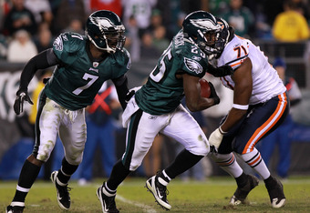 PHILADELPHIA, PA - NOVEMBER 07:  LeSean McCoy #25 of the Philadelphia Eagles runs the ball against  Israel Idonije #71 of the Chicago Bears during the second quarter of the game at Lincoln Financial Field on November 7, 2011 in Philadelphia, Pennsylvania.