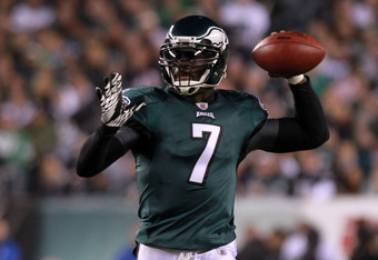PHILADELPHIA, PA - NOVEMBER 07:   Michael Vick #7 of the Philadelphia Eagles looks to pass against the Chicago Bears during the first half of the game at Lincoln Financial Field on November 7, 2011 in Philadelphia, Pennsylvania.  (Photo by Nick Laham/Gett