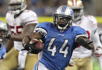 DETROIT - OCTOBER 16: Jahvid Best #44 of the Detroit Lions runs for a 36 yard gain after a short pass from quarterback Matthew Stafford #9 during the NFL game against the San Francisco 49ers at Ford Field on October 16, 2011 in Detroit, Michigan. The 49er