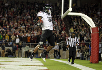 Oregon RB LaMichael James leads the nation in rushing