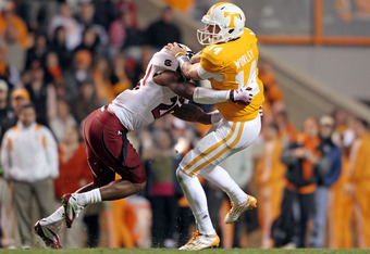 KNOXVILLE, TN - OCTOBER 29:  Justin Worley #14 of the Tennessee Volunteers tries to get away from Antonio Allen #26 of the South Carolina Gamecocks at Neyland Stadium on October 29, 2011 in Knoxville, Tennessee.  (Photo by Andy Lyons/Getty Images)